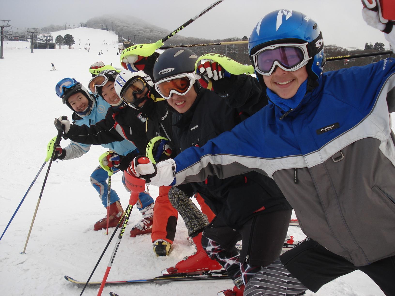 Grow Up Ski School(グローアップスキースクール)